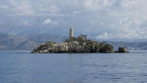 Kleine vorgelagerte Insel auf dem Weg nach Othonoi