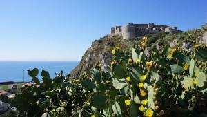 Blick zum Castell von Milazzo
